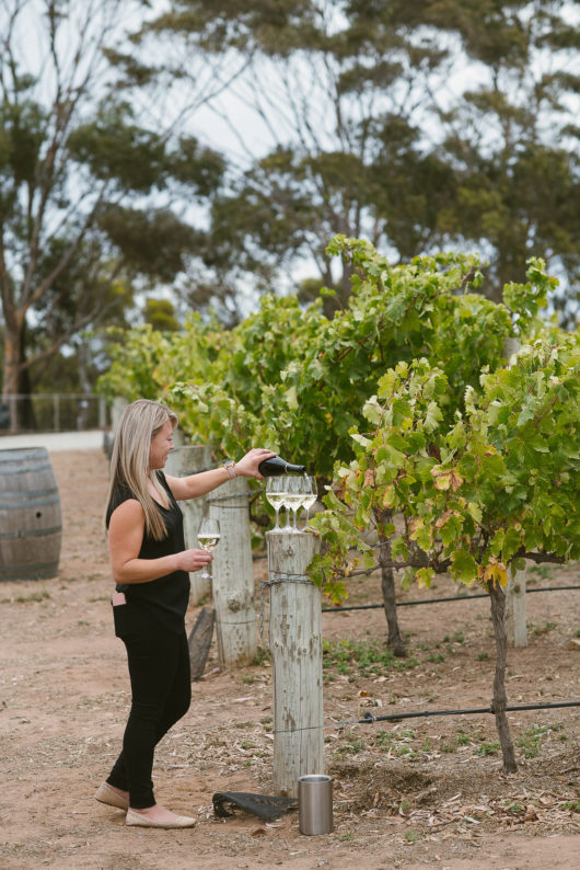 beach road wines wedding co-ordinator jo pouring a welcome wine for bridal party